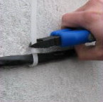 Дюбель-стяжка (дюбель-хомут) - монтаж кабеля и труб